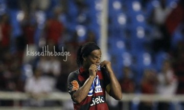 kissthebadge_ronaldinho1